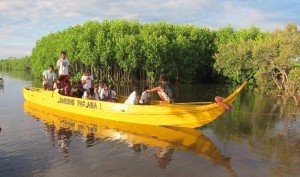 yellow-boat-photo-13